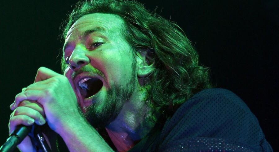 Eddie Vedders vokal bliver bare bedre, som årene går. Her på scenen i Forum i 2007.