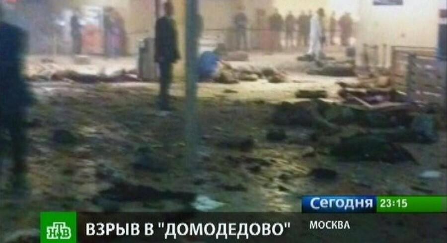 Sådan så det ud i ankomsthallen i Domodedovo-lufthavnen i Moskva efter en selvmordsbombe tog livet af 35 mennesker.