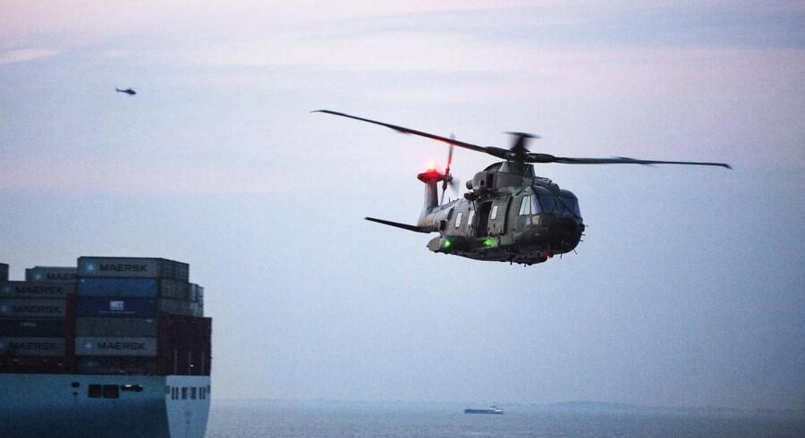 Under anden uge af militærøvelsen »Night Hawk« foregik en gidselsredningsaktion på et af verdens største containerskibe, Mary Mærsk. Militæret havde lånt skibet for at kunne simulere en gidselsredningsaktion imod et kapret containerskib. Som led i redningsaktionen blev omkring 30 soldater fra Frømandskorpset fløjet til skibet med helikopter, hvor de skulle fire sig ned på skibsdækket. Herefter var missionen at tage kontrol over skibet og befri de 23 gidsler, der var blevet tilfangetaget.Under militærøvelsen holdt en stor gruppe af Søværnets militærpoliti og Frømandskorpsets ammunitionsryddere og paramedics sig tæt på containerskibet, i gummibåde, så de hurtigt ville kunne sætte ind, hvis der blev fundet sprængstoffer, eller hvis nogle kom til skade på båden.I løbet af en time formåede de medvirkende soldater at få taget over containerskibet og befri de 23 gidsler. Efterfølgende brugte de deltagende i øvelsen det meste af aftenen på at gennemgå skibet og sikre sig, at det var sprængstof- og piratfrit, inden skibet blev sejlet ind i Århus havn.