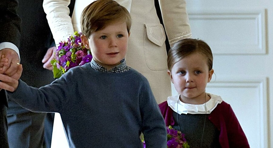 Prins Christian og prinsesse Isabella ved overdragelsen af Frederik VIIs palæ til kronprinsparret.