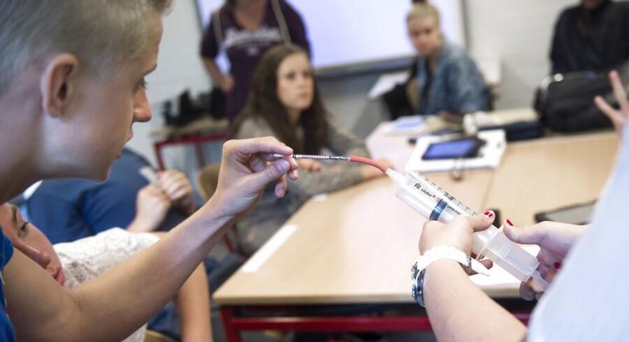 Elever på Krogårdskolen i Greve måler klasselokalets indeklima. Det samme gør 25.000 andre skoleelever i løbet af de næste par uger.