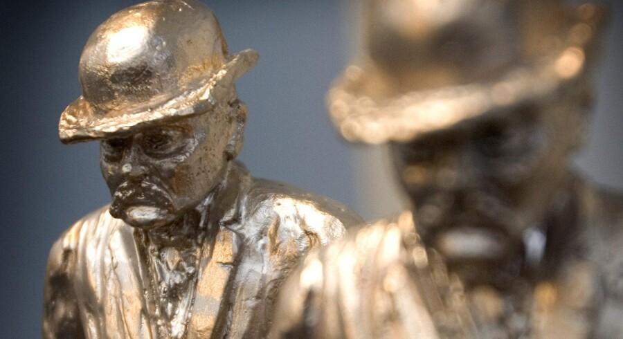 Arkivfoto af to eksemplarer af Cavling-statuetten.