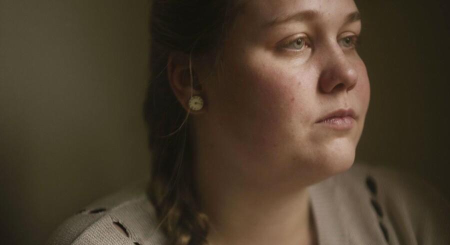 Liselotte Lykkemark slugte som 16-årig et glas hovedpinepiller for at tage sit eget liv, men fortrød kort efter. Hun mener, at begrænsningen på håndkøb af piller forhindrer impulsive selvmordsforsøg.