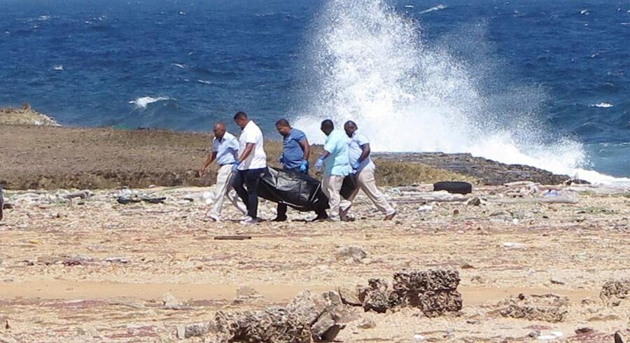 Fire migranter fra Venezuela er fredag døde, efter at deres båd forliste ved øen Curacao. Reuters/Stringer/arkiv