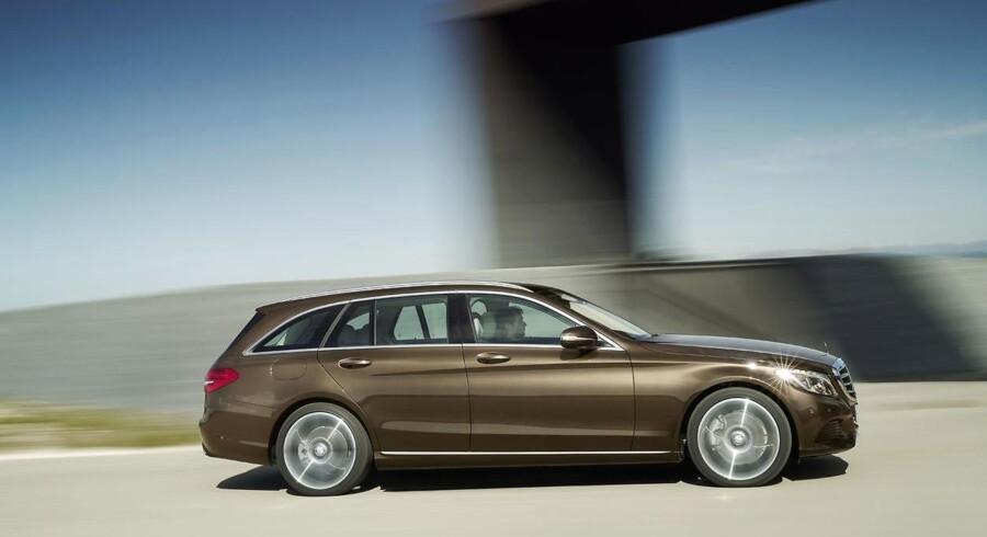 Mercedes-Benz sælger nu sin C-Klasse fra 369.000 kr., og det er nærmest fantasipris i forhold til de tidligere listepriser. Premiummærkerne vil gerne have private købere i butikkerne