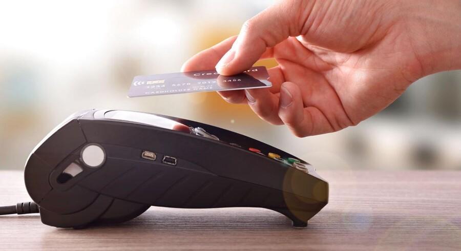1. februar bliver det hurtigere at betale ved kassen. Grænsen for kontaktløs betaling hæves til 350 kroner.
