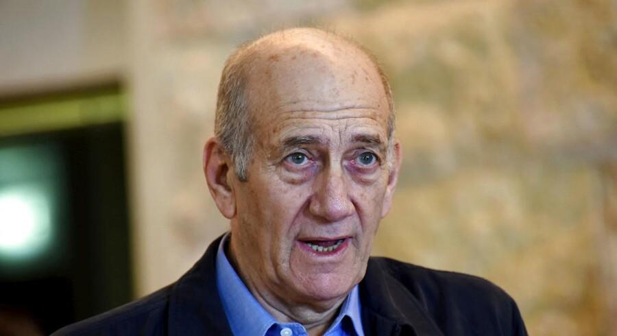 Israels tidligere premierminister Ehud Olmert blev søndag prøveløsladt efter at have siddet fængslet for korruption. REUTERS/Debbie Hill/Pool/File Photo