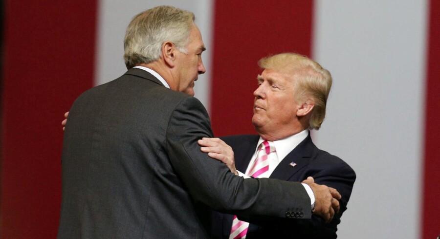 Senator Luther Strange og præsident Donald Trump efter et rally i Huntsville, Alabama, REUTERS/Marvin Gentry