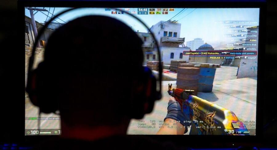 Arkivfoto: Computernørder, geeks, gamere og hackere, som sidder hele natten foran skærmen, mens de spiser pizza og drikker cola. Altid drenge eller mænd. Sådan ser computerprogrammører oftest ud på film, i nyhederne og i reklamerne.