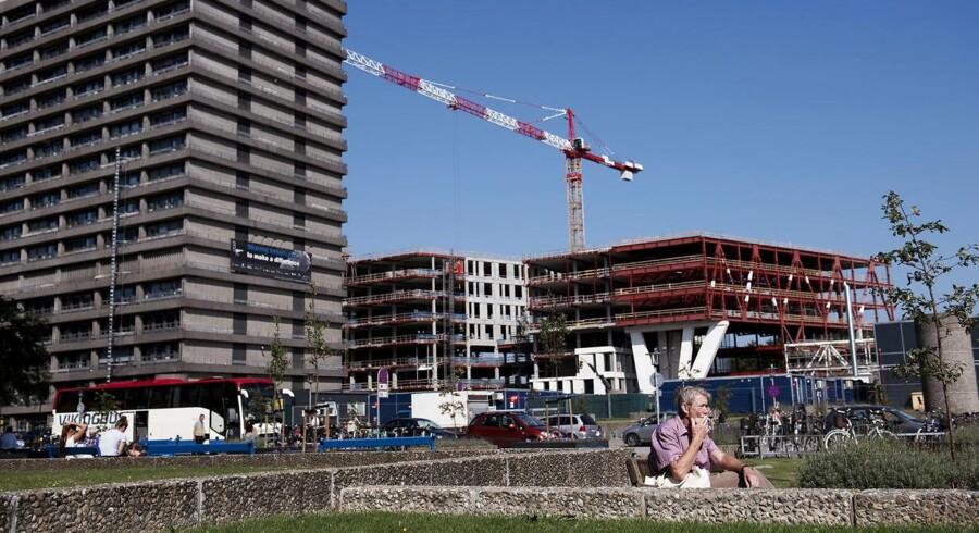 Tre byggerier er under skærpet tilsyn, og en del af supersygehusene er forsinkede, viser status
