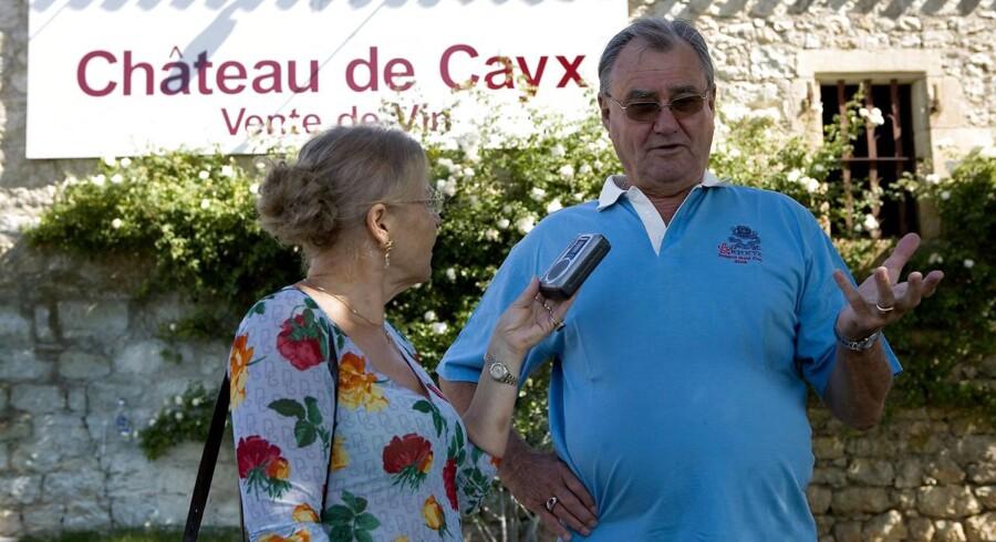 Arkivfoto: Prins Henrik viser rundt på vinslottet Chateau de Cayx.