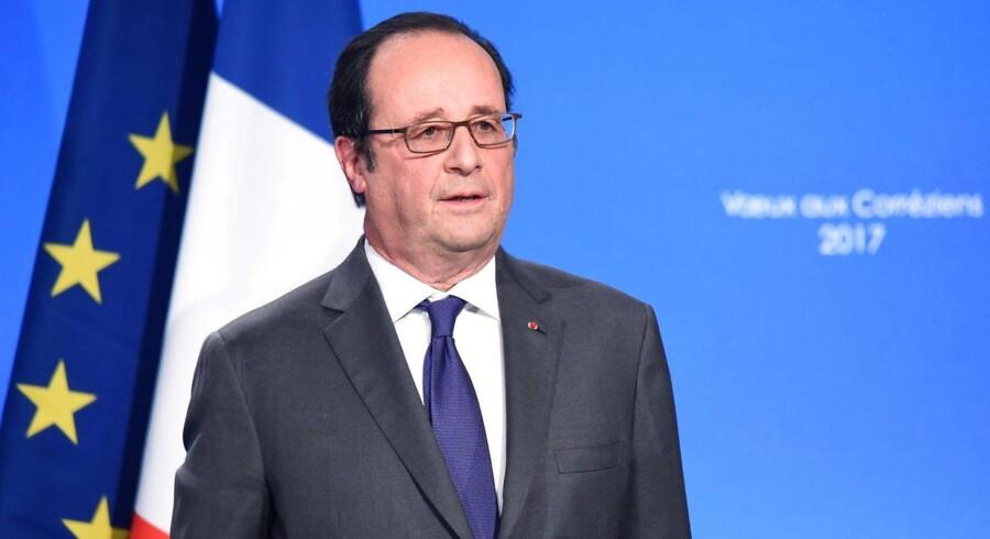 Den franske præsident, Francois Hollande, har ifølge en ny bog godkendt drab på mindst 40 jihadister
