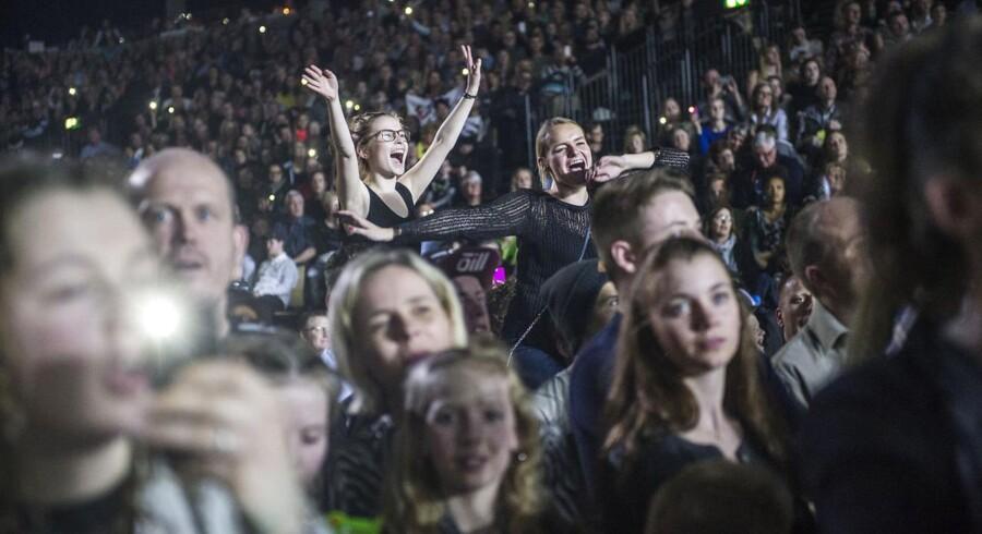 Foto af publikum til X Factor-finalen i Jyske Bank Boxen i marts 2015.