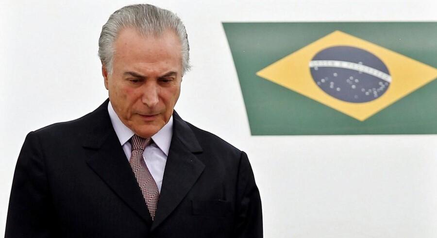 Michel Temer er efter torsdagens beslutning om at indlede en rigsretssag mod Dilma Rousseff Brasiliens nye præsident. Men han skal ikke føle sig sikker på posten. Foto: Leonardo Munoz/EPA