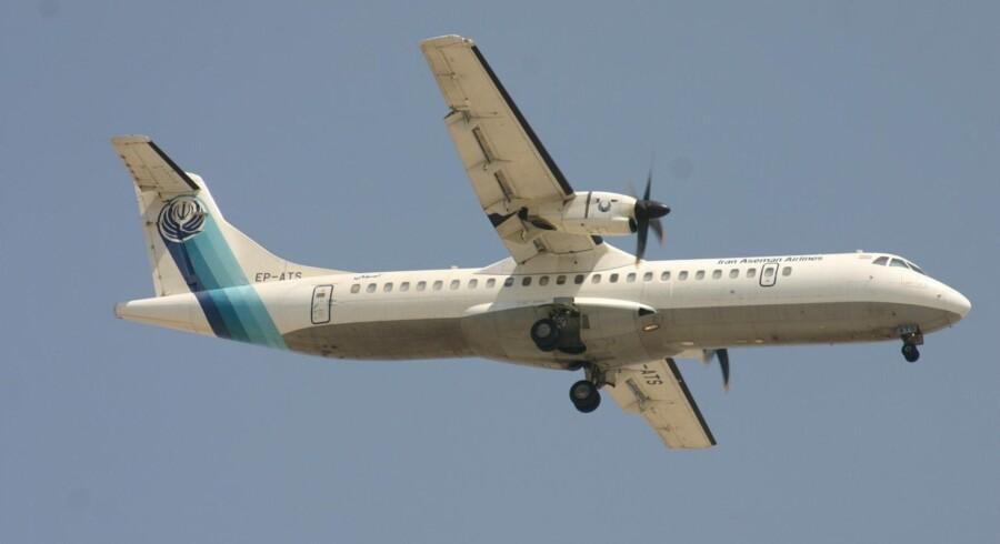 Det var et fly som dette, en ATR-72 fra det iranske flyselskab Aseman Airlines, der styrtede ned i søndags. Reuters/Social Media