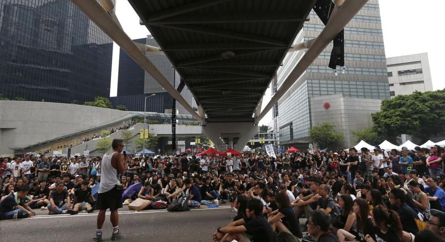 Den unge protesterende i Hong Kong forsøger at undgå, at det kinesiske styre i Beijing får for meget at skulle have sagt i Hong Kong.