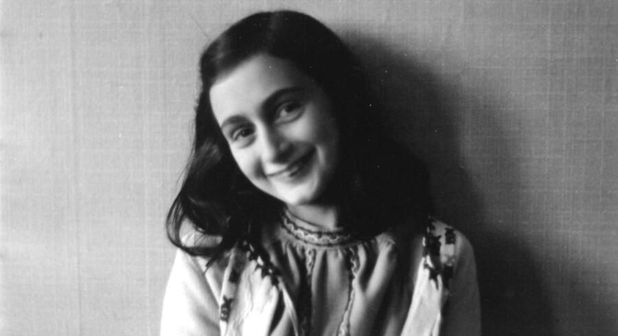 Anne Frank skrev sin verdensberømte dagbog, da hun sammen med sin jødiske familie levede i skjul i to år i Amsterdam under Anden Verdenskrig. Hendes stedsøster Eva Schloss, 86, blander sig nu i flygtningedebatten og siger med henvisning til Holocaust, at »historien gentager sig«.