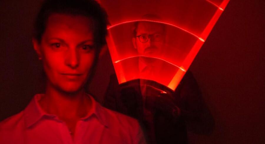 Erick Thürmer 4. generation i værkstøjsvirksomheden Thürmer Tools i Hvidovre. Hans oldefar tog som den først patent på gevindet. Firmaet gør sig nu i 3d print. I forgrunden Erick Thürmer hustru - Ingeborg Rosenvinge der står for 3D print delen. Erick Thürmer kan godt lide at gå rundt med sit lyssværd.