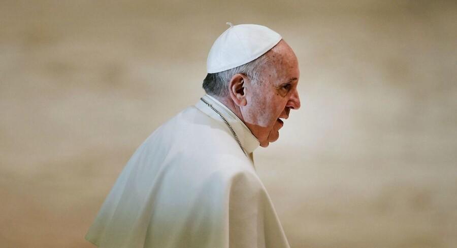 Pave Frans er ikke glad for mobiltelefoner under gudstjenester.