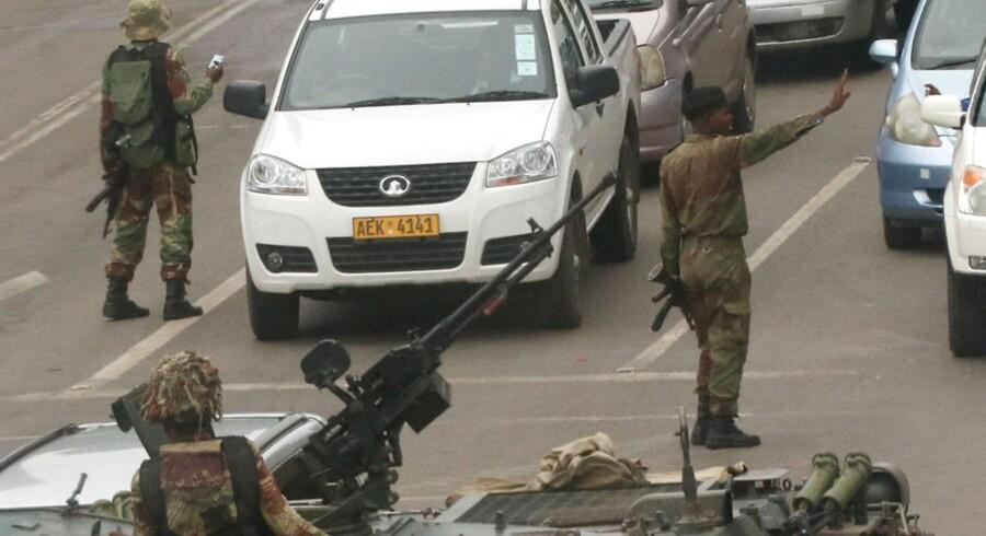 Militærkøretøjer og -personale i Harare, Zimbabwe, November 15, 2017.
