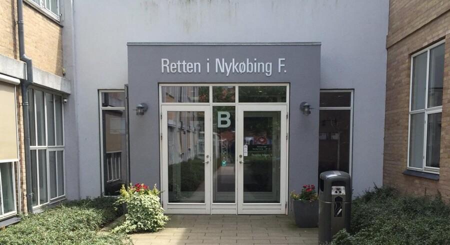 En 39-årig mand er i Retten i Nykøbing Falster blevet dømt for voldtægt og andre seksuelle overgreb mod sin datter i halvandet år fra hun var to år gammel. Free/Silas Fuglsbjerg, Ritzau