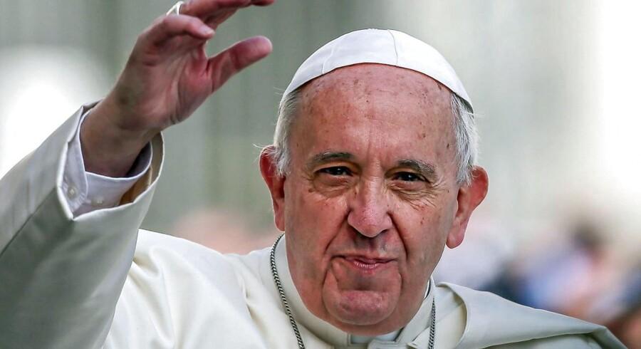 Pave Frans besøgte lørdag Egyptens hovedstad Kairo. Det sker kort tid efter et selvmordsangreb, orkestreret af Islamisk Stat, som var rettet mod Egyptens koptiske kristne og kostede 45 mennesker livet.