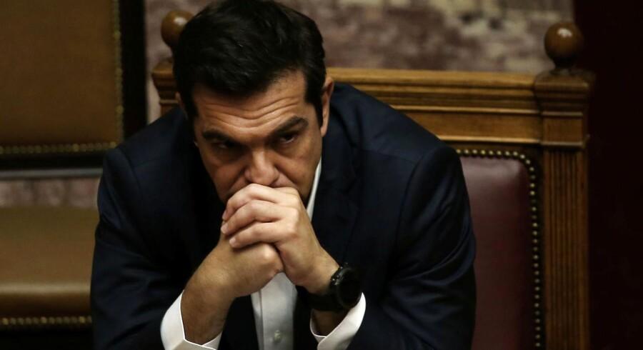 Alexis Tsipras er kommet i modvind efter torsdagens nye upopulære lov blev stemt igennem.