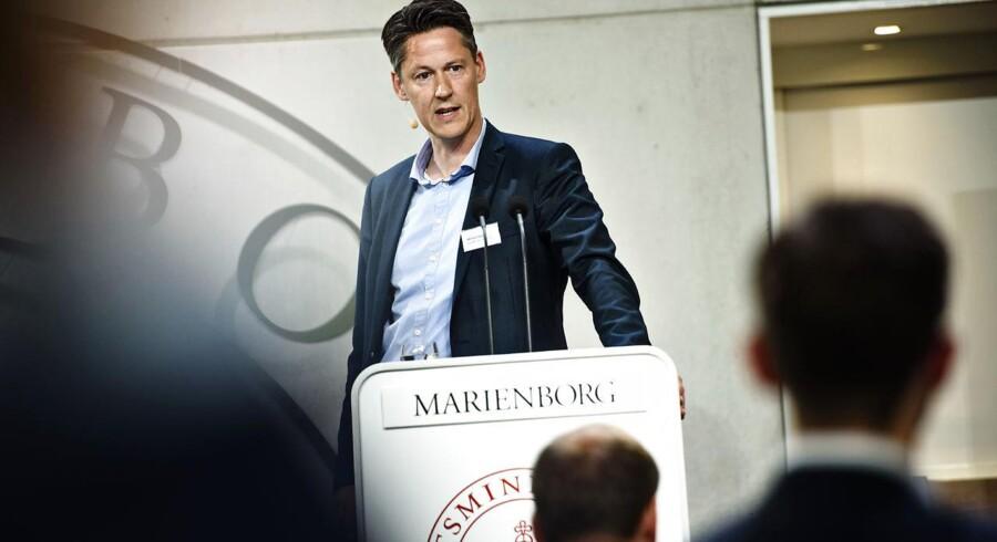Det er første gang, at professor i økonomi på Aarhus Universitet Michael Svarer står i spidsen for rapporten som overvismand.