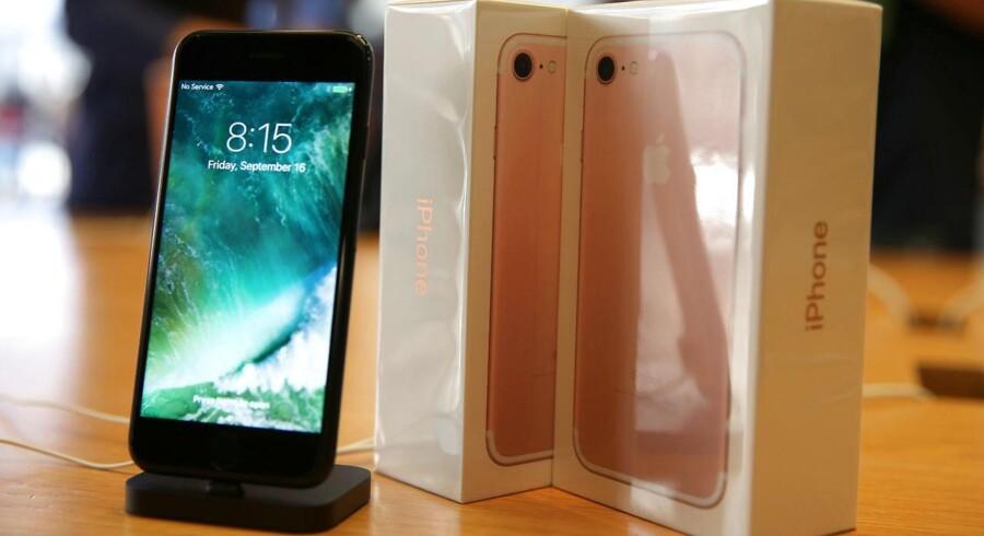 Batteritiden på den nye iPhone 7 ligger langt under konkurrenternes, viser britisk test. Arkivfoto: Lucy Nicholson, Reuters/Scanpix