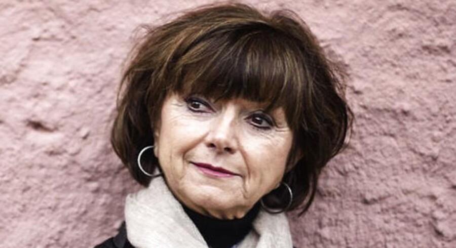 Solskin, badeferie og Danmark i slutningen af 1920'erne - noget der er smukt og uvoldeligt - er lige hvad folk har brug for i disse uhyggelige tider, vurderer skuespiller Sonja Oppenhagen fra den populære TV-serie Badehotellet.
