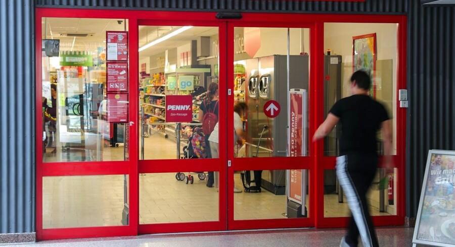 Tyske myndigheder har været på jagt efter en person, som har sendt breve til både supermarkeder og politifolk med trusler om, at han ville manipulere fødevarer i både Tyskland og udlandet, hvis han ikke fik penge.
