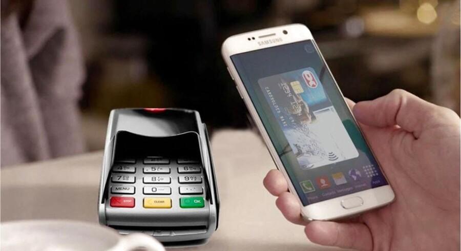 Når Dankortet kommer på mobilen, bliver det skilt fra VISA. Det holder butikkernes udgifter til gebyrer og dermed prisen på dine varer nede.