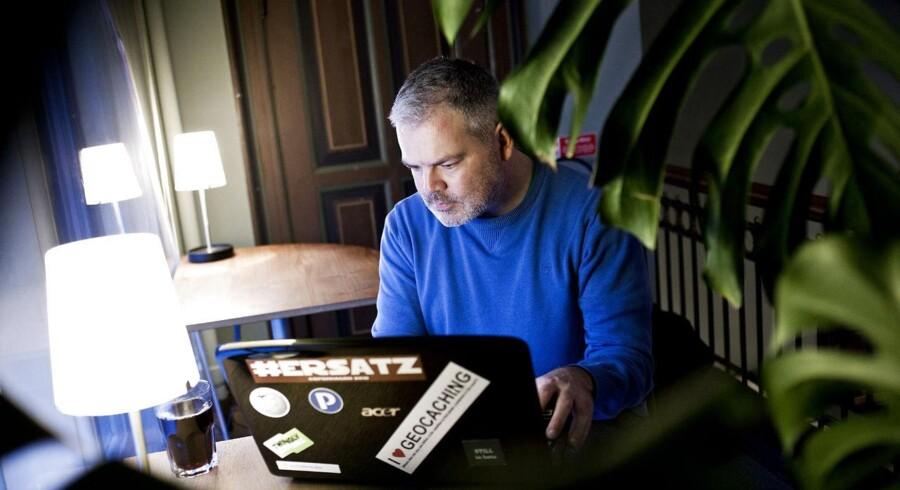 Ole Andersen er administrator på det danske Wikipedia og en ægte wikipedianer. Han bruger hundredvis af timer på at dele viden på Wikipedia og rette andres fejl. Wikipedia er verdens største og mest brugte leksikon.