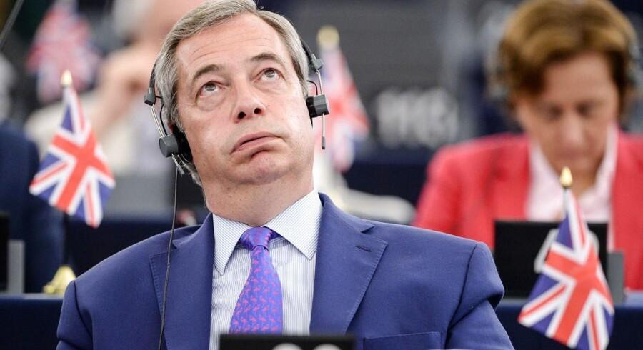 Nigel Farage fra UK Independence Party (UKIP) brugte sin taletid i Europa-Parlamentet onsdag til at beskylde Europa-Parlamentet for »mafia«-metoder, fordi parlamentet har lagt så hård en linje inden Brexit-forhandlingerne. Europa-Parlamentet skal godkende skilsmisseaftalen mellem EU og Storbritannien. Her ses Farage under onsdagens debat. / AFP PHOTO / Sebastien Bozon