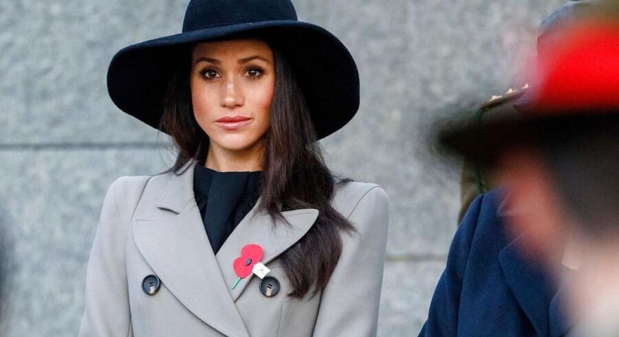 Meghan Markle bliver på lørdag gift med prins Harry, og briterne knuselsker den amerikanske skuespiller og har udløst et Meghanmania, som handler mere om dem end om hende.