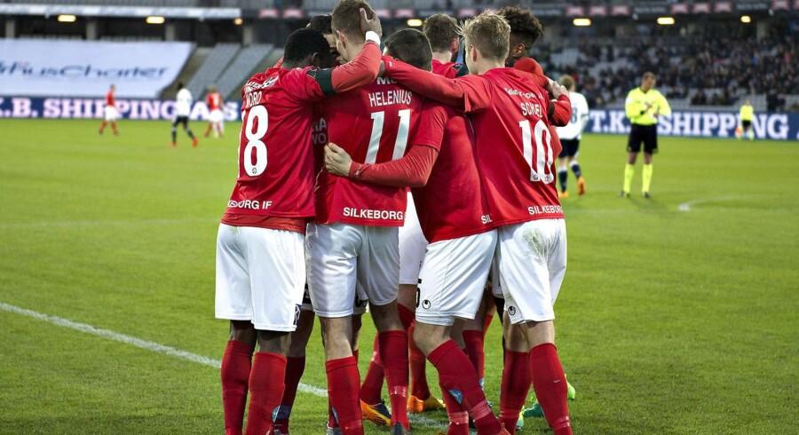 AGF - Silkeborg IF, Alka Superliga, Ceres Park, Aarhus, 10.april. Silkeborg IF Invest driver også ejendomsselskabet K/S Papirfabrikken.