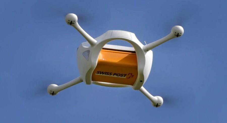 SwissPost startede tirsdag forsøg med en drone til pakkeudbringning.