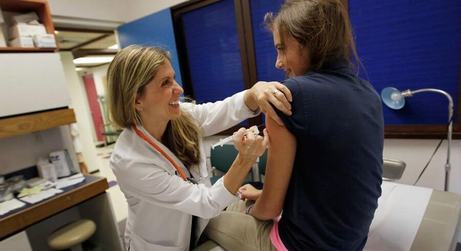 Et stort norsk studie konkluderer, at der ikke er nogen sammenhæng mellem HPV-vaccinen og kronisk træthedssyndrom. Studiet har undersøgt 176.000 piger i Norge. (Foto: JOE RAEDLE/Scanpix 2017)