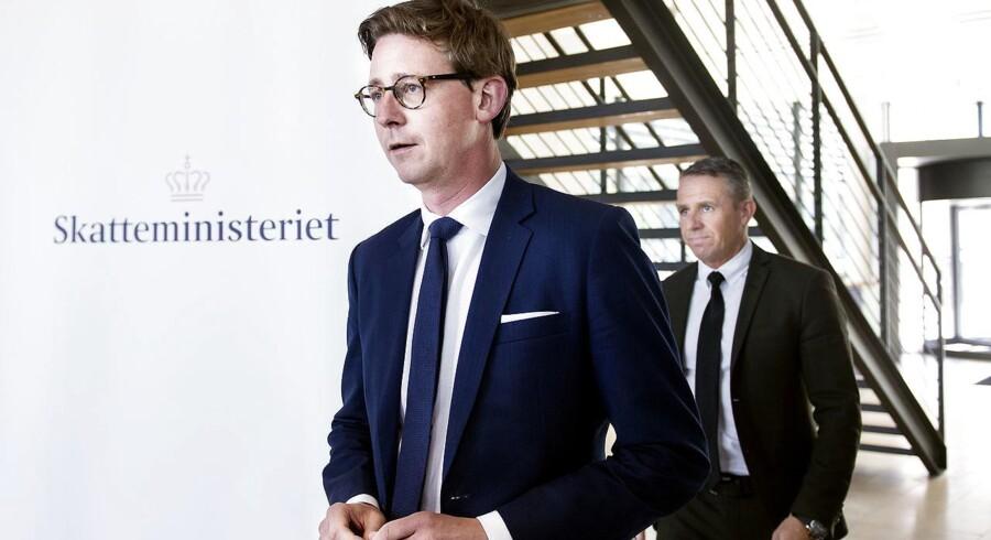 Skatteminister Karsten Lauritzen (V) holder doorstep om fremskridt i sag om udbytteskat onsdag den 23. maj 2018, hvor startskuddet officielt gik i forhold til at gå den civilretlige vej for at indkræve minimum 11 milliarder kroner hos de mellemmænd, der bevidst eller ubevidst har medvirket til, at den danske statskasse over en årrække blev drænet for 12,7 milliarder kroner i sagen om udbyttesvindel.