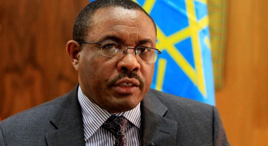 Regeringschef træder tilbage i et forsøg på at lette en reformproces, som har ført til vold og uro.