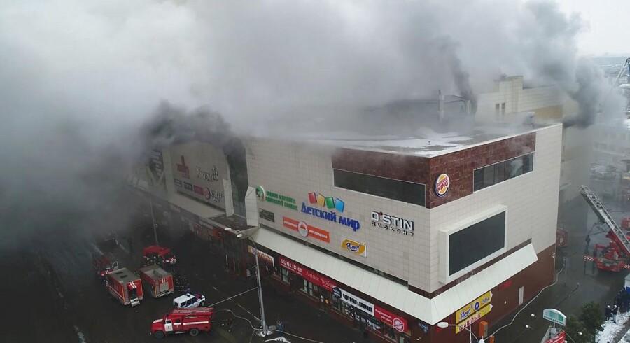 Det var »kriminel uagtsomhed og skødesløshed«, der var skyld i branden, der søndag brød ud i et indkøbscenter i den sibiriske by Kemerovo og kostede flere end 60 mennesker livet.