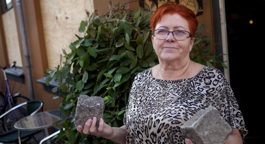 Jane Pedersen fra Café Viking, der fik smidt brosten igennem sine ruder, imens der var kunder i august 2012.