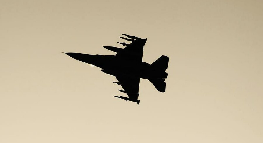 Tre flyproducenter dyster om at få lov at levere nye kampfly til Danmark.