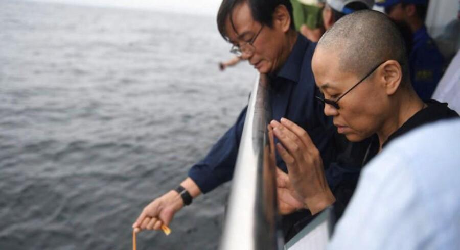 Asken fra afdøde Liu Xiaobo er blevet spredt ud over havet.
