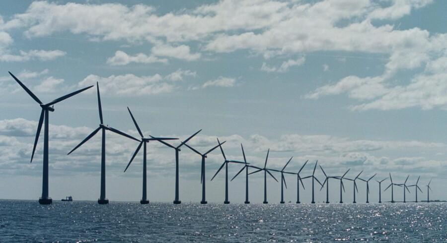 Nye havvindmøller ved den jyske vestkyst blev reddet i aftalen om at fjerne PSO-afgiften. Nu venter finansloven og 2025-planen, siger politisk kommentator Hans Engell. Scanpix/Søren Bidstrup