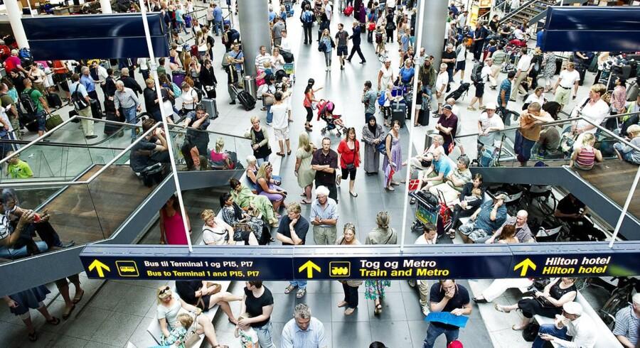 Australske Macquarie har gjort alvor af at sælge sin andel af Københavns Lufthavne, der ejer Kastrup lufthavn. ATP har med købet af en ejerandel i Københavns Lufthavne lavet sin største investering nogensinde. Nu skal pensionskæmpen tilbyde andre aktionærer at afhænde deres aktier, men ATP-direktør har ikke nogen holdning til, om det vil føre til en afnotering af lufthavnene.