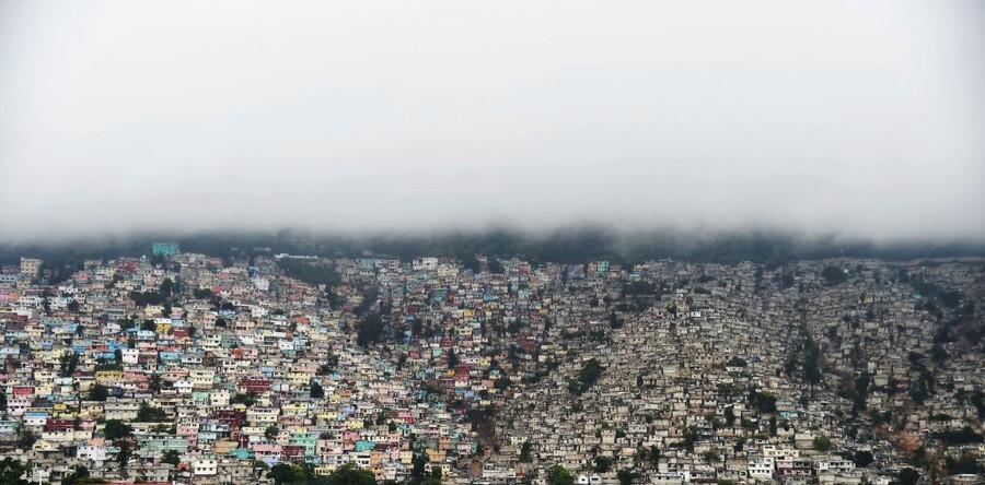 Skyer dækker bjerget Petion Ville i Port-au-Prince 3. oktober.