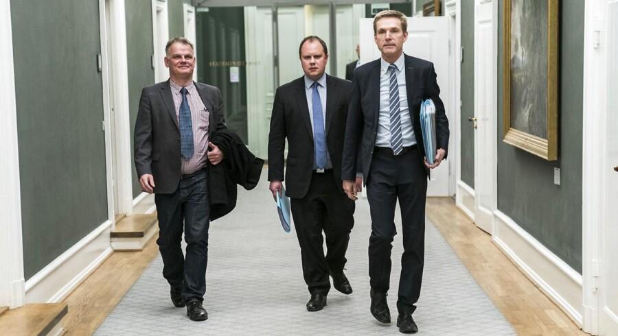 Kristian Thulesen Dahl, Martin Henriksen og Christian Langballe (DF) forlader Forhandlingerne i Statsministeriet torsdag d. 7. december 2017.
