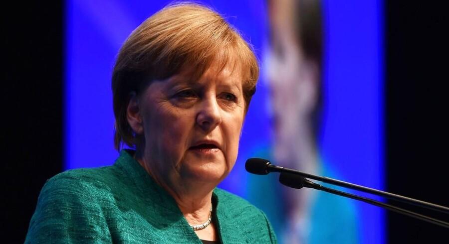 Den britiske professor, Paul Collier, kritiserer bl.a. den tyske kansler, Angela Merkel, for at have forfulgt en hyklerisk kurs i udlændinge- og asylpolitikken.