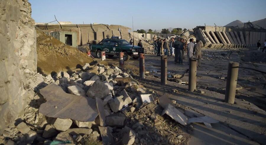 Arkivfoto.Dødstal for lastbilangreb i Kabul stiger fra 90 til 150. AFP PHOTO / WAKIL KOHSAR